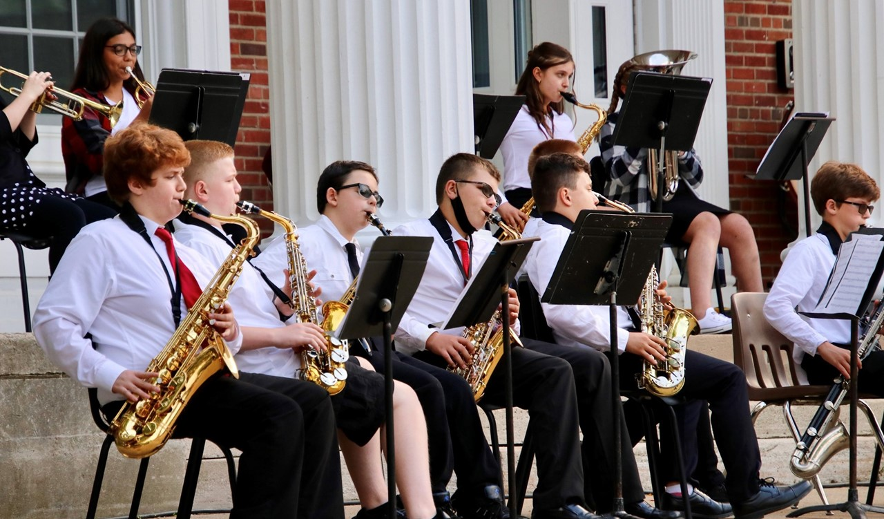 MS concert band students playing the sax